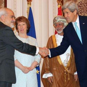 Zarif, Kerry Seek to Bridge Nuclear Gaps