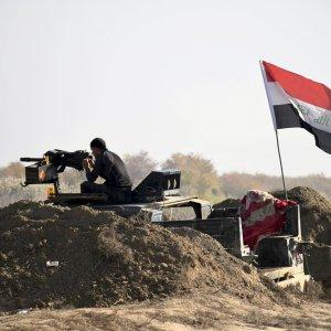 Iraqi Military Says  Civilians Slowing Advance