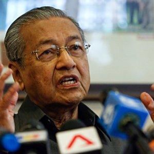 Mahathir Quits UMNO in Protest