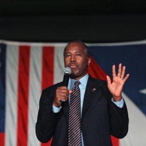 Republican Carson Ends Campaign