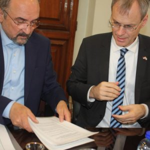 Dutch Team Signs Deals to Promote Bilateral Ties