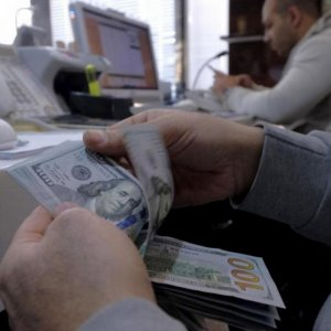 Greenback Continues Slide Against Rial