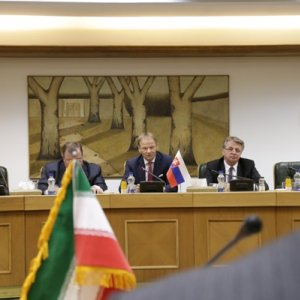 Slovakia Urged to Help Restore Iran's Credit Rating in EU
