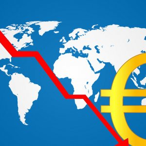 Euro Plummets to 3-Year Low