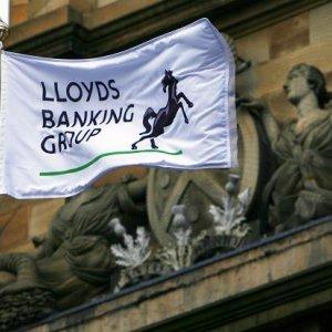 Lloyds Mulls Deeper Job Cuts