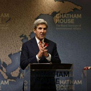 Kerry Praises Zarif's Patriotism, Skills