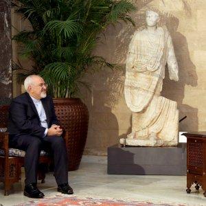 Foreign Minister Mohammad Javad Zarif (L) meets Lebanese President Michel Aoun in Beirut, Lebanon, on Nov. 7.