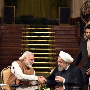 Indian Prime Minister Narendra Modi (L) shakes hands with Iranian President Hassan Rouhan during a joint press conference after their meeting at the Sa'dabad Palace in Tehran on May 23, 2016. (File Photo)