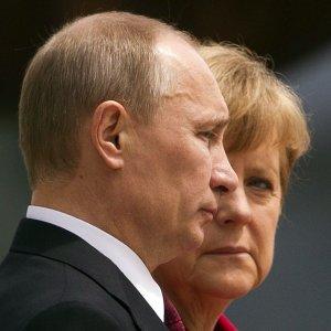 Putin to Visit Berlin for Talks Over Ukraine