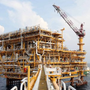 Iran, Shell in Talks Over Oilfield Development, Crude Imports