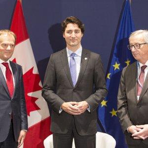 EU,Canada Sign  Free Trade Deal