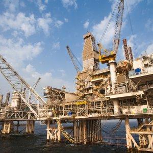 Iran Plans 15 Oil, Gas  Tenders in Summer