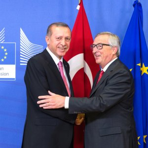 Juncker Endorses EU-Turkey Talks