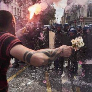 Talks in France as Fuel Blockades Continue