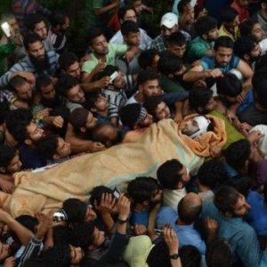 Kashmir Mob Drowns Policeman