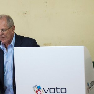 Fujimori Gains Ground in Peruvian Presidential Vote