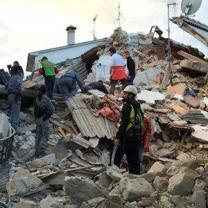 Powerful Quake Strikes Italy Towns, Villages