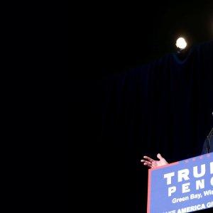 Trump Endorses Ryan, McCain in  Bid for GOP Unity