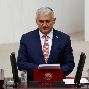 Turkey's New Premier Wins Vote of Confidence