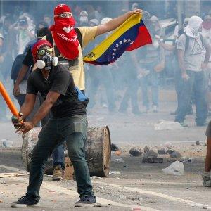 Venezuela Gov't, Opposition Meet With Mediators