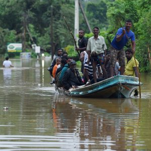Sri Lanka Mudslides Bury Hundreds