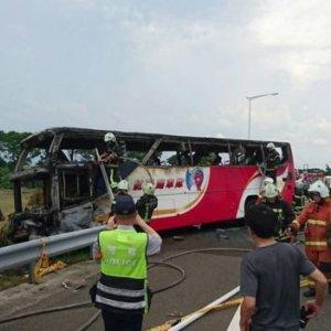 26 Dead in Taiwan Tourist Bus Fire