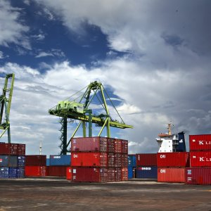 Q1 Exports to India Up, Imports Down