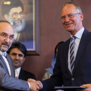 Iran, Netherlands Sign MoU