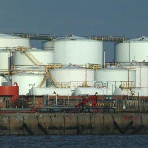 China Oil Imports Rise, Ports Clogged