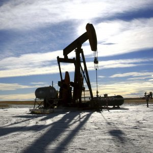 IEA Sees Record Mideast Oil Supply, Slump in US Output