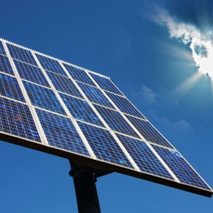 European Firm Offers to Build Solar Plants in Iran