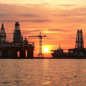 UK Oil, Gas Industry Set to Slash 120,000 Jobs