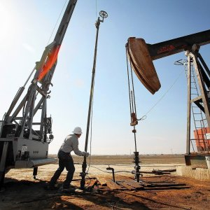 Wary Investors Unimpressed by Falling US Oil Output