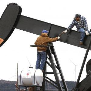 IEA: Sharp Fall in US Crude Production After 2015 Peak