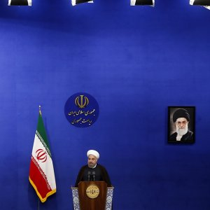 Rouhani Signs Banking Reform Plan Into Law