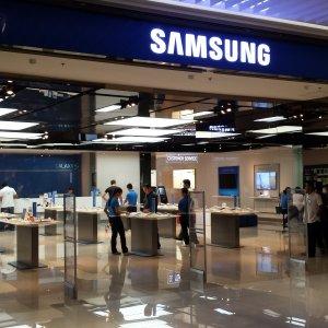 Samsung Still Dominates Phone Market