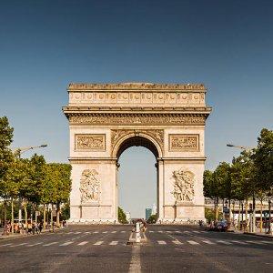 Wealthy Tourists Snub France