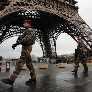 Terrorism, Discontent Cost Paris Tourism $850m