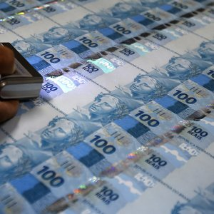 Brazil Real Rises, CB Refrains From Intervention