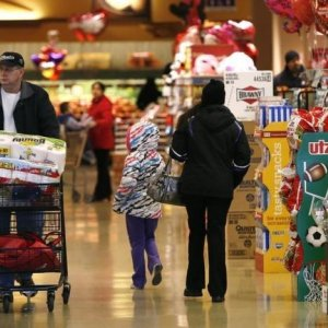 US Retail Sales Forecast to Rise