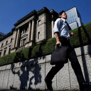 Yen Strengthens as Japan Keeps Rates on Hold
