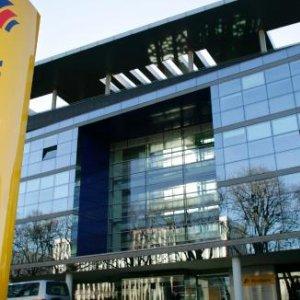 Germany's Deutsche Bank Under Investor Scrutiny