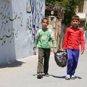 Afghan Refugees Turn Shiraz Walls Into Artworks