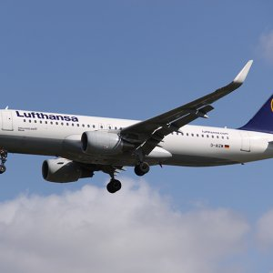 Lufthansa Cancels 900 Flights
