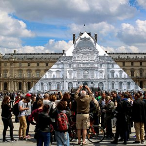 Louvre Pyramid 'Disappears'