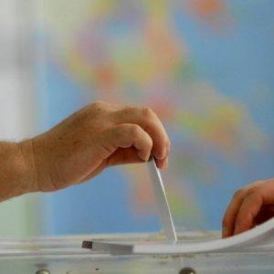 Polls Show Close Greek Election Race