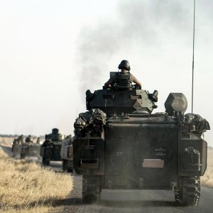 Turkish troops head to the Syrian border in Karkamis, Turkey, on Aug. 27. (File Photo)