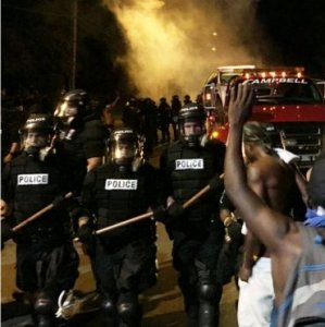 US Police Injured in Protests After Black Man Shot