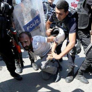 Turkey Removes 28 Mayors in Kurdish Crackdown
