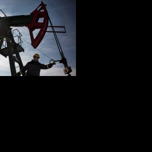 IEA: Oil Glut  to Last Until Late 2017